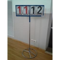 Ständer mit Anzeigetafel mit Tabellennummern