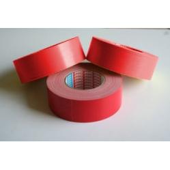 Rotes Klebeband für Spielfeldmarkierungen