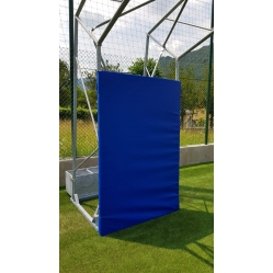 Padded protection for basketball facility B650 and B650/1