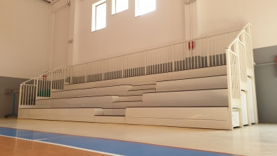 Fixed modular grandstands for interiors