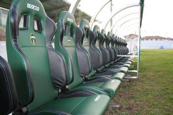 Panchine allenatori per stadio campo di calcio a pordenone