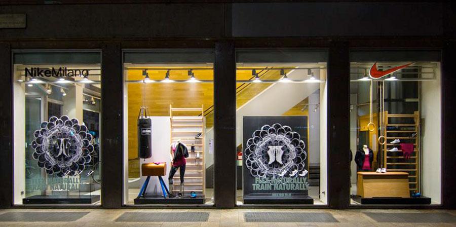 Artisport allestimento vetrina arredamento negozio for Negozi arredamento design milano