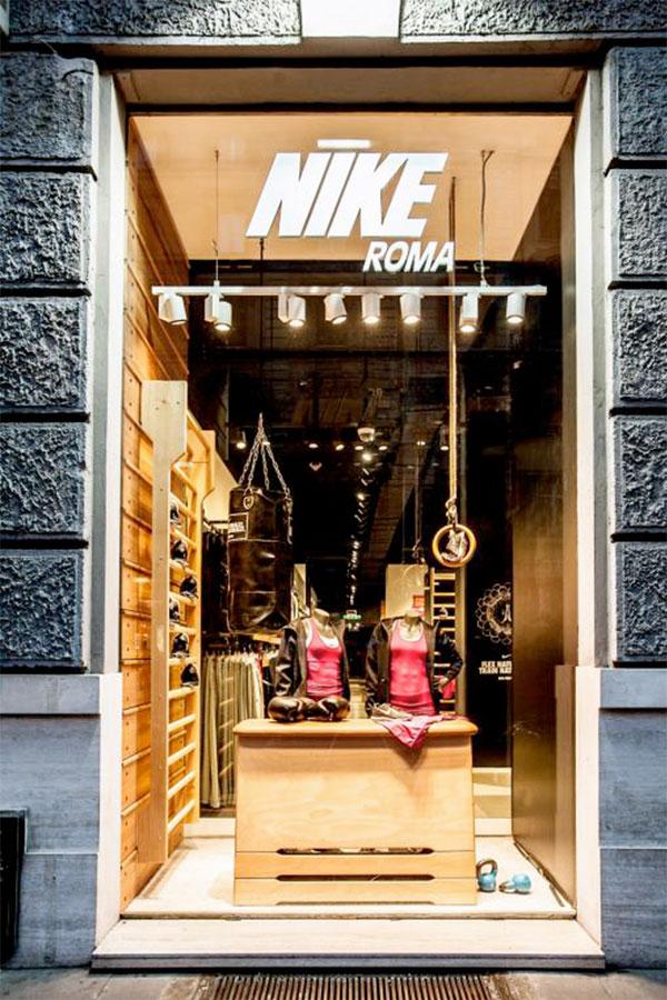 Artisport allestimento vetrina arredamento negozio for Man arredamenti roma